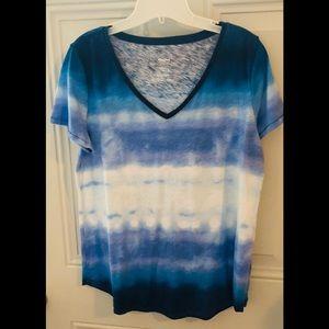 Sonoma v-neck t-shirt in shades of blue & white
